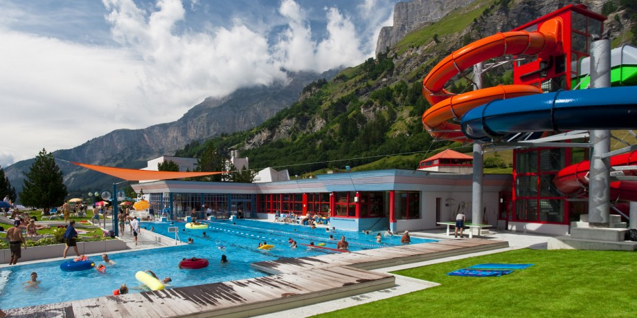 Schwimmbad Leukerbad Therme.jpg